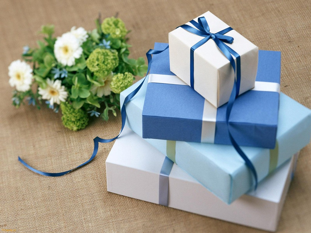 Поздравление молодоженом с вручением подарков